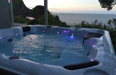 stingray-retreat-spa-night-shot